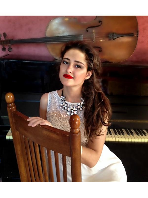 ADELIA Singing pianist