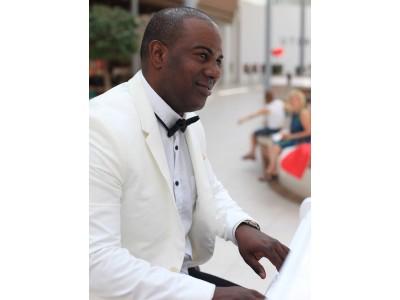 ALEXNI GADET Pianist